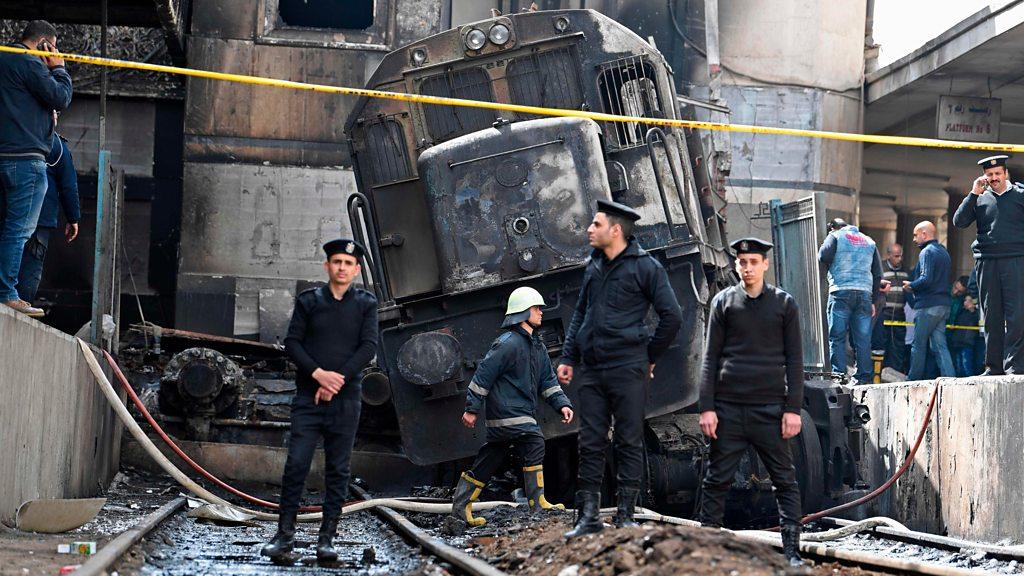 استقالة وزير النقل المصري إثر حادث القطار في القاهرة