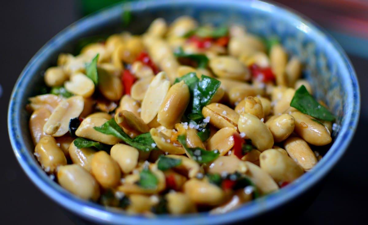 تناول 10 غرامات يومياً… نوع شهير من المكسرات يحمي من الخرف