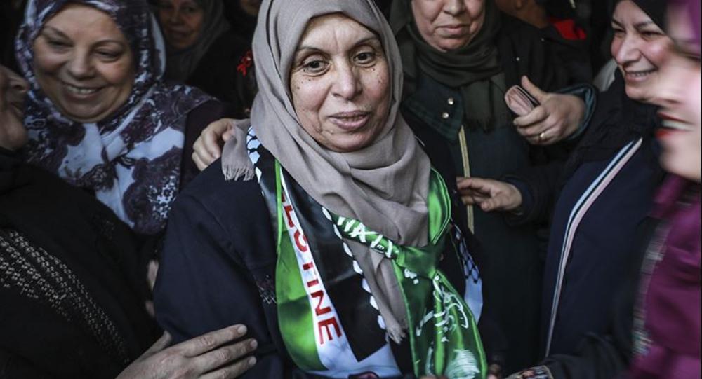 بالورد والزغاريد.. غزة تستقبل أسيرة أفرجت عنها (إسرائيل)
