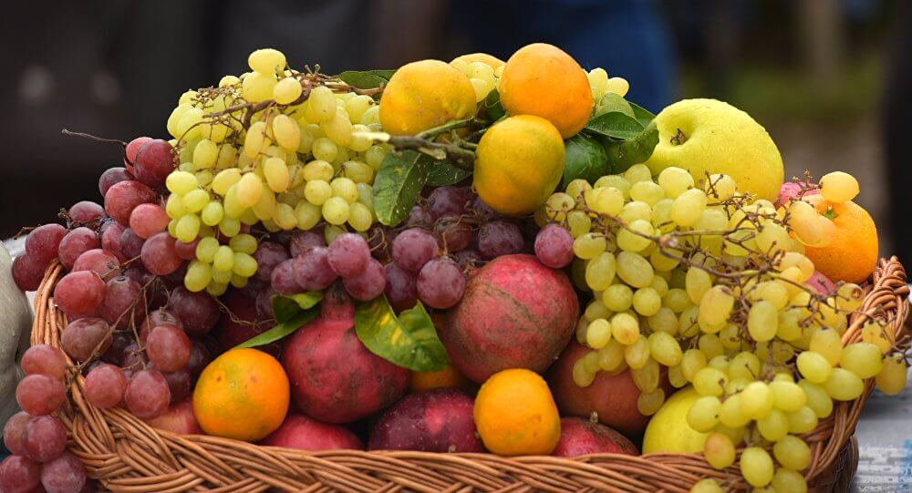 76 مليون مشاهدة لأغرب طريقة لتقشير الفاكهة (فيديو)