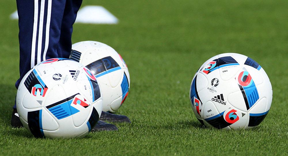 تعرف على المرأة الحكم الأكثر جمالاً في كرة القدم (صور)