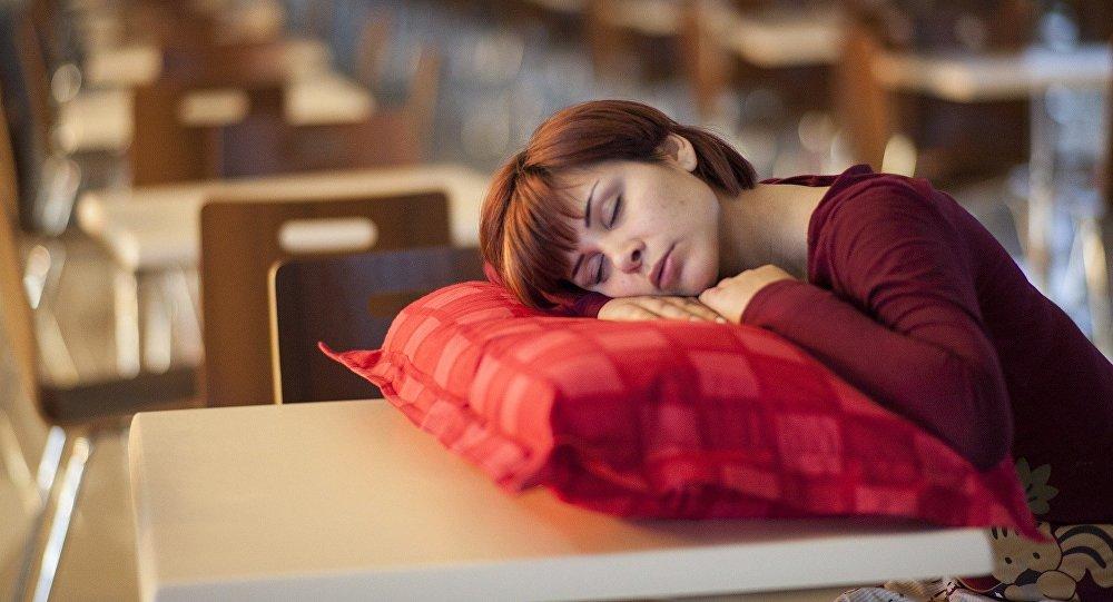 إن كنت تنام بهذه الوضعية فعليك التوقف فوراً