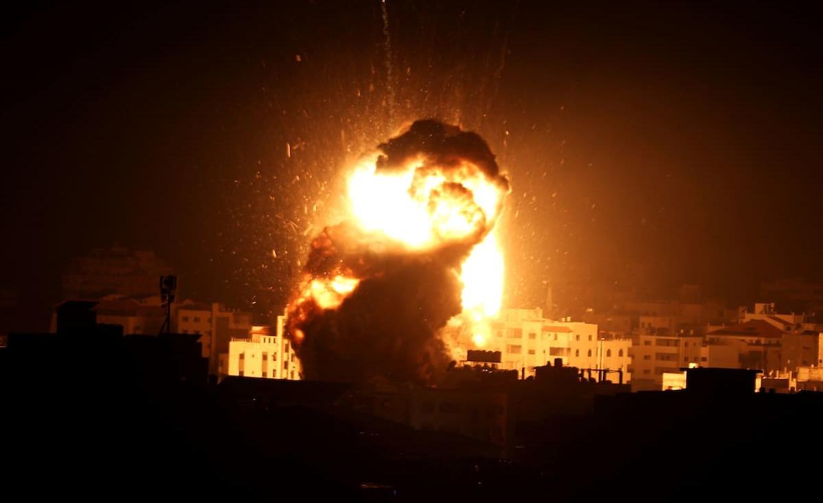 غارات إسرائيلية على غزة بعد أنباء عن هدنة