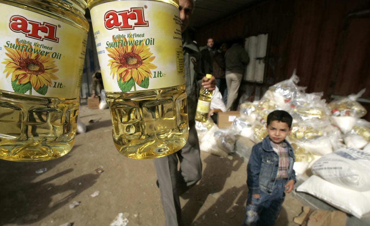 """القسائم الشرائية .. تكشف حالة """"العوز"""" لدى الأسر في غزة!"""