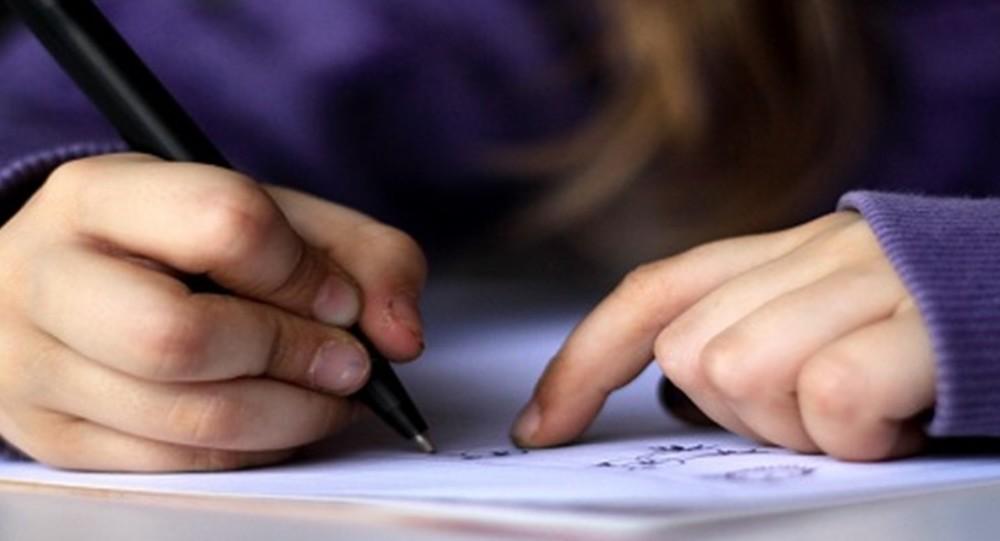 4 خطوات لتحسين خط طفلك في الكتابة