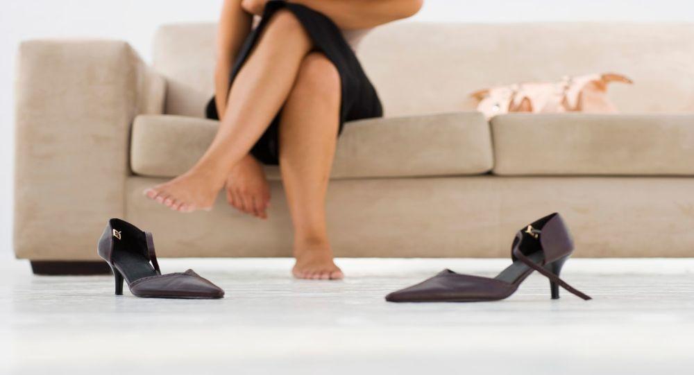 3 حيل بسيطة لتوسيع الأحذية الضيقة
