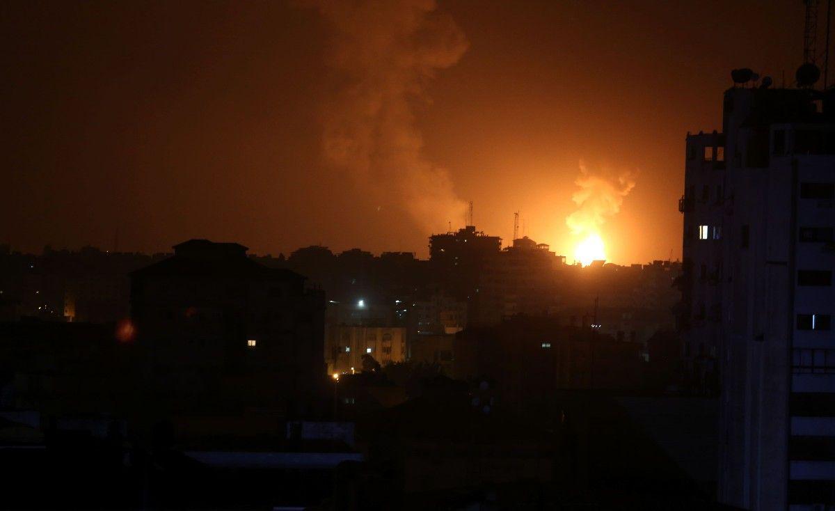 غزة تحت القصف والوفد المصري يلغي زيارته وحماس تحذر من ارتكاب أي حماقة