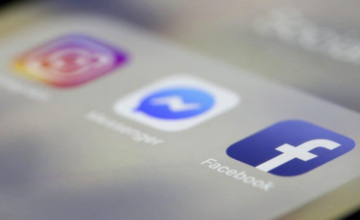 علاقة مواقع التواصل الاجتماعي والاكتئاب