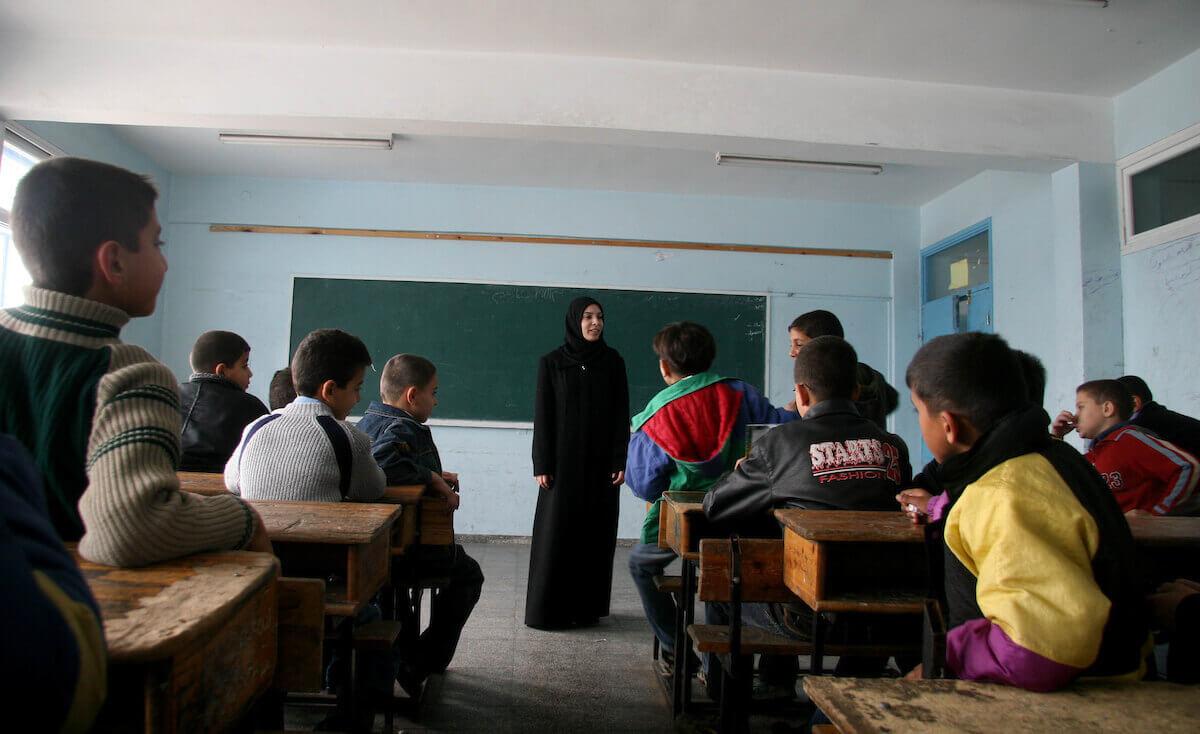 """""""التعليم"""" في غزة تعقد مقابلات لتوظيف معلمين بقطر"""