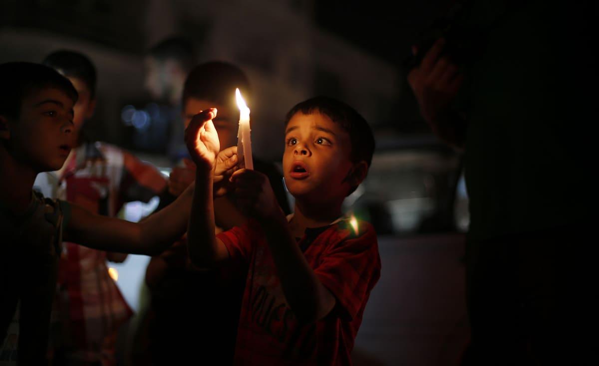كشف موعد الانتهاء من إنشاء خزاني وقود لمحطة كهرباء غزة