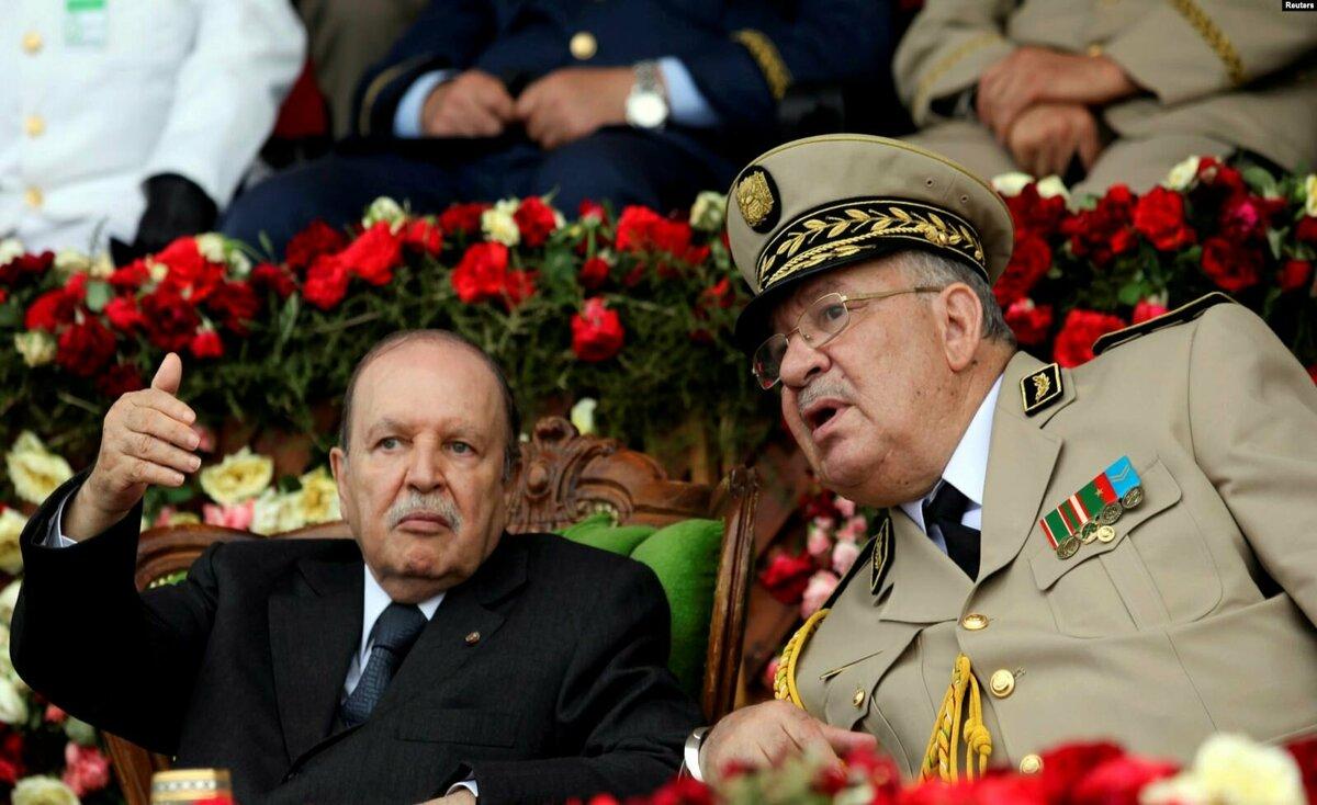 الرئيس الجزائري يعلن نيته الاستقالة قبل نهاية ولايته في 28 أبريل