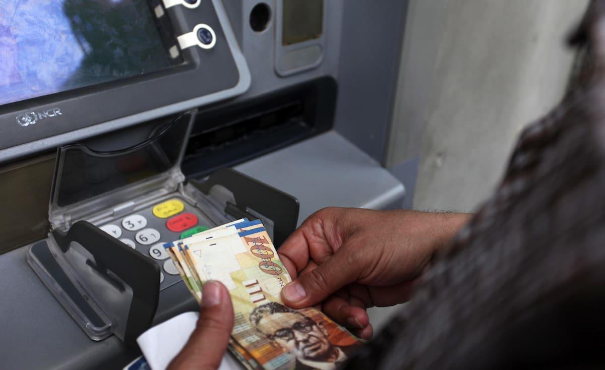 موعد صرف رواتب السلطة في غزة والضفة ونسبة الصرف