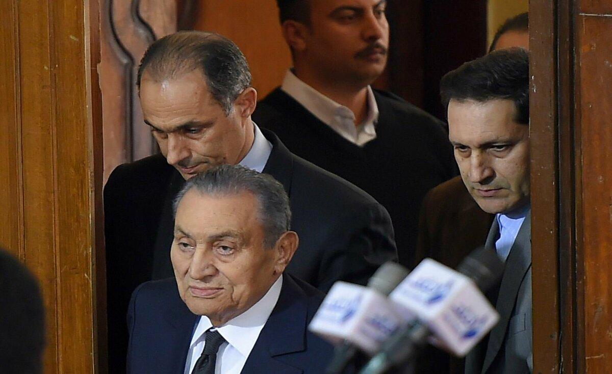علاء مبارك ينشر فيديو لوالده تنبأ فيه بـ«الخطر الداهم»