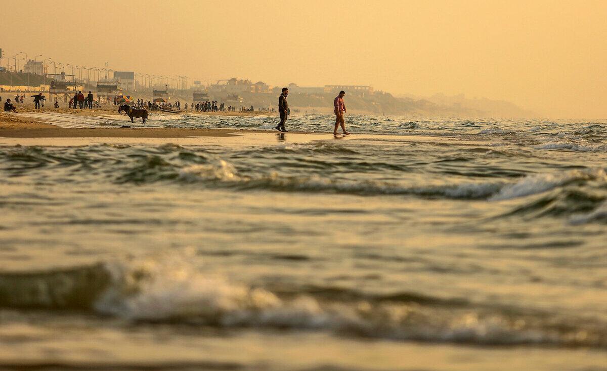 """""""بشرى سارة"""" للمستجمين على شاطى بحر غزة.. البلدية توضّح؟"""