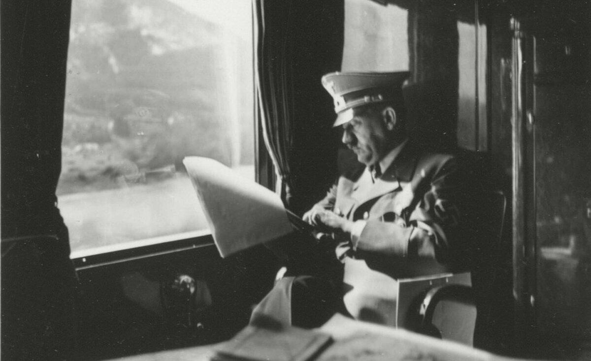 تفاصيل تُنشر لأول مرة.. هتلر أغلق ستار قطاره حتى لا يرى ضحايا الهولوكوست
