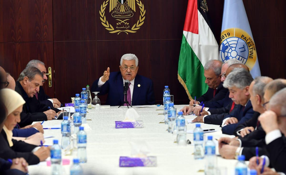 """الحكومة الفلسطينية الجديدة تؤدي اليمين.. وحماس تعلق: """"فاقدة للشرعية"""""""