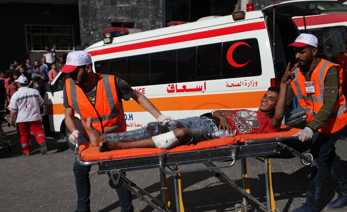 الصحة تعلن إصابة مواطن برصاص الاحتلال شمال القطاع