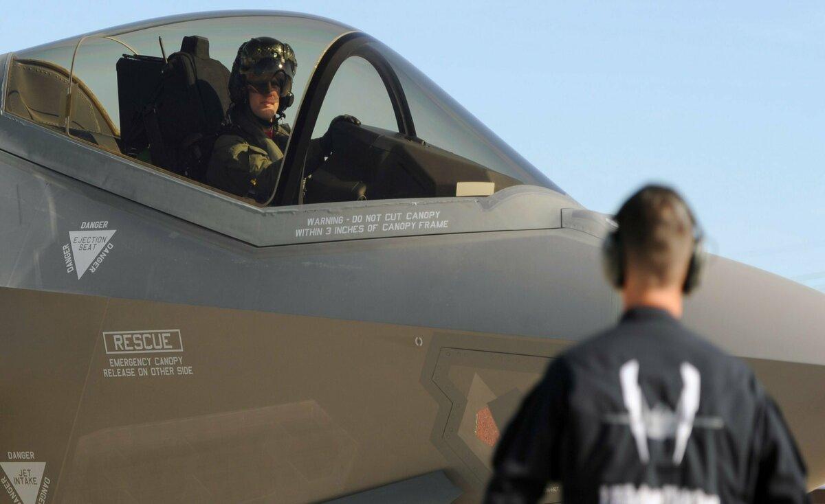 البنتاغون يسلم تركيا مقاتلتي F35