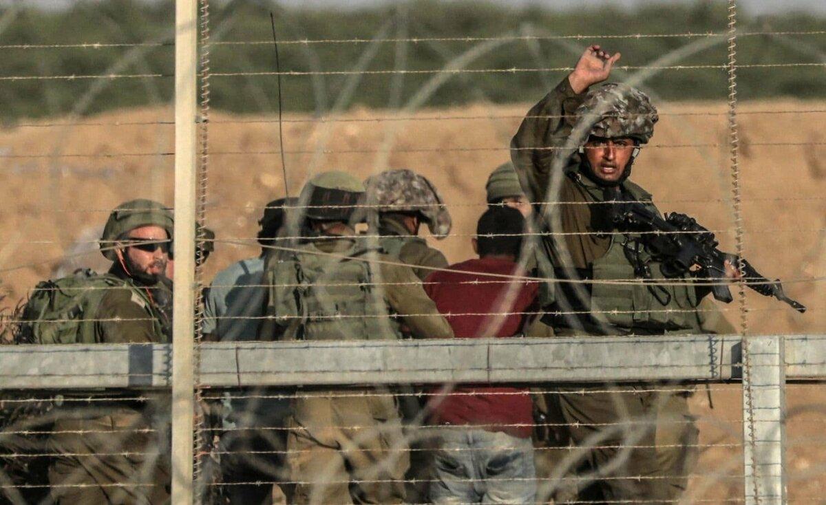 جيش الاحتلال يعتقل 3 شبان على حدود غزة