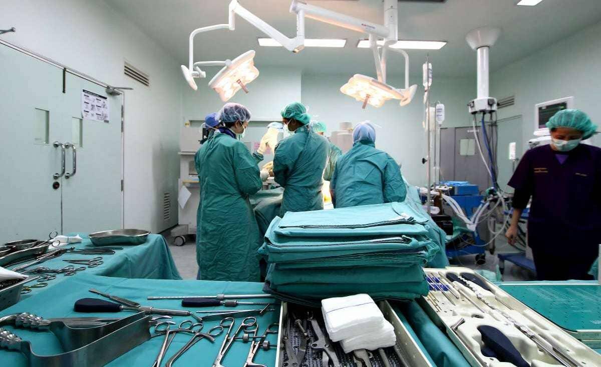 خطأ طبي يتسبب في سقوط يد طفل من جسده ووفاته (صورة)