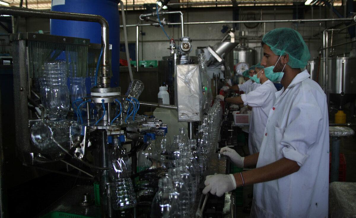 تراجع إنتاجية الصناعات الكيميائية في غزة إلى 5% بسبب الحصار