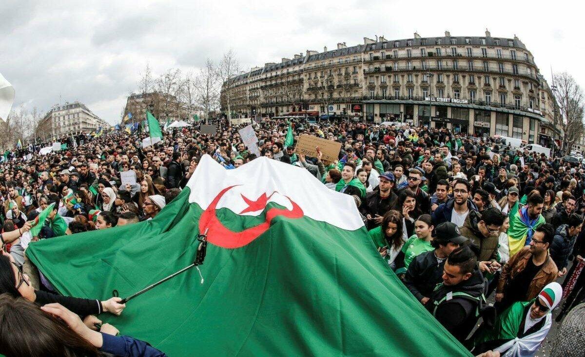 الجزائر تعلن أسماء المرشحين بالانتخابات الرئاسية