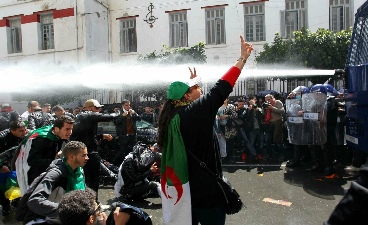 أول جمعة احتجاجات بوجه الرئيس الجزائري الجديد