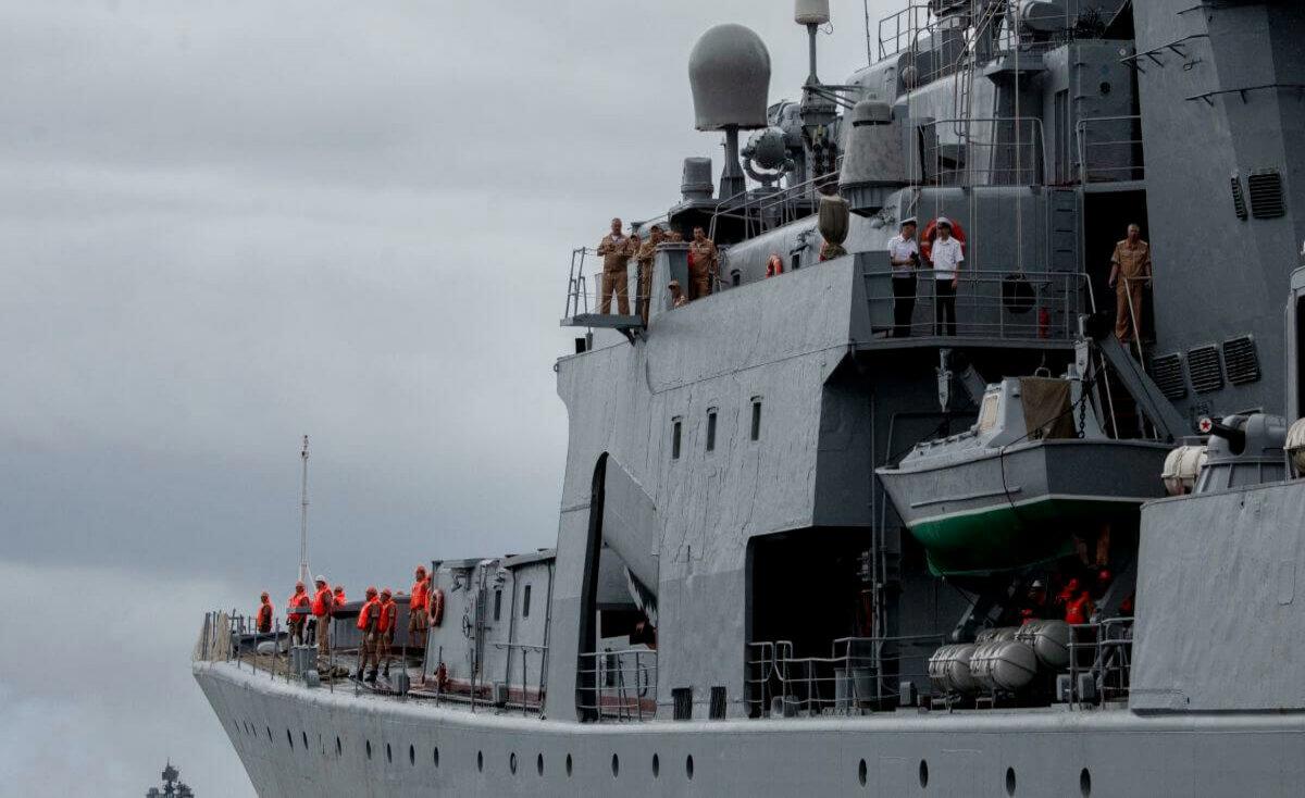 مجموعة سفن روسية تجتاز مضيق بحر الصين الجنوبي