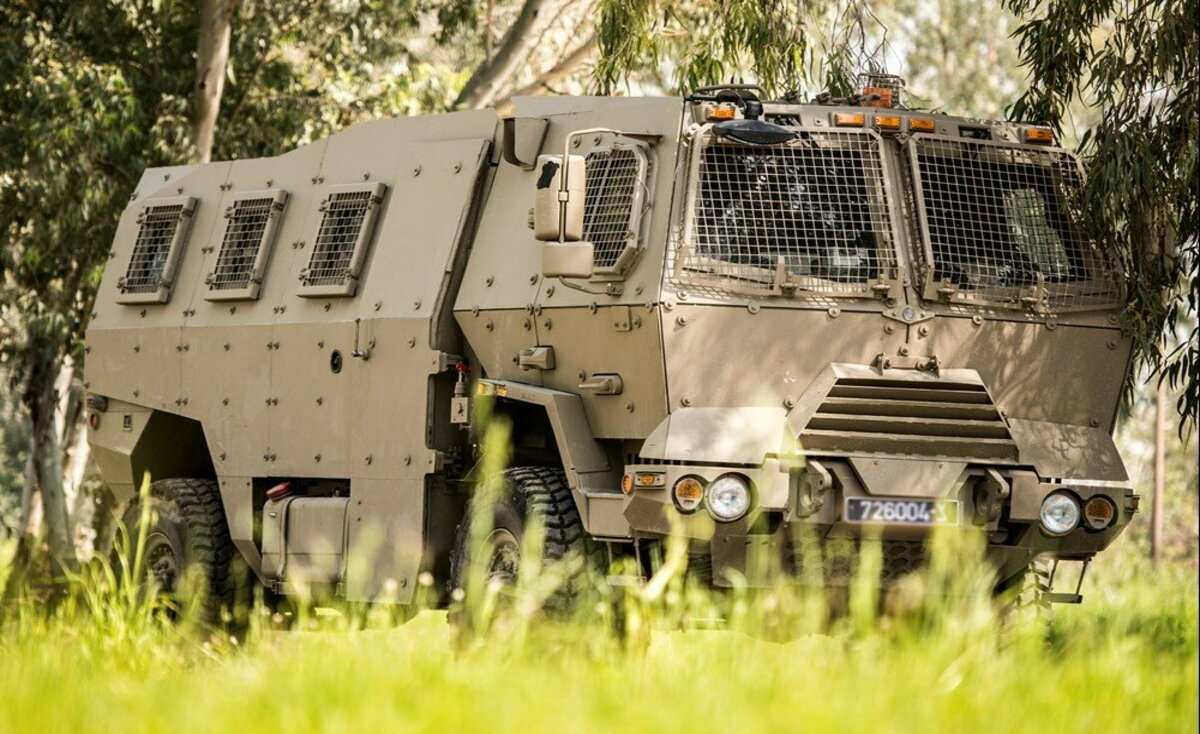 شاهد.. مركبة عسكرية إسرائيلية جديدة تدخل الخدمة