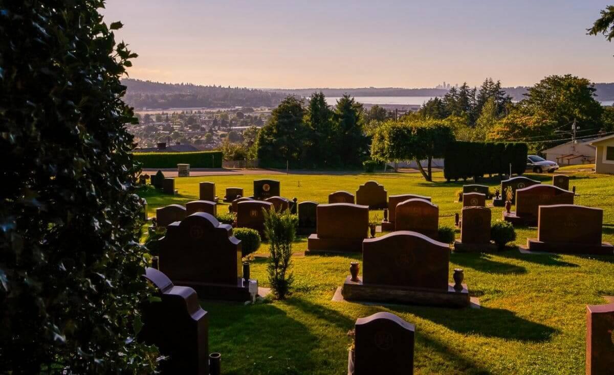 سيدة تعود للحياة عقب 9 أيام داخل قبرها (فيديو)
