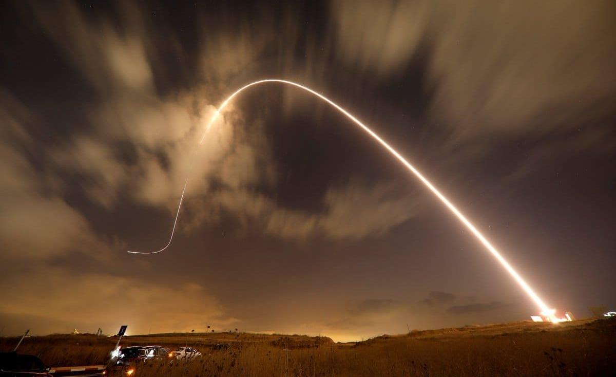 اطلاق صاروخ من غزة والاحتلال يرد باستهداف مواقع للمقاومة