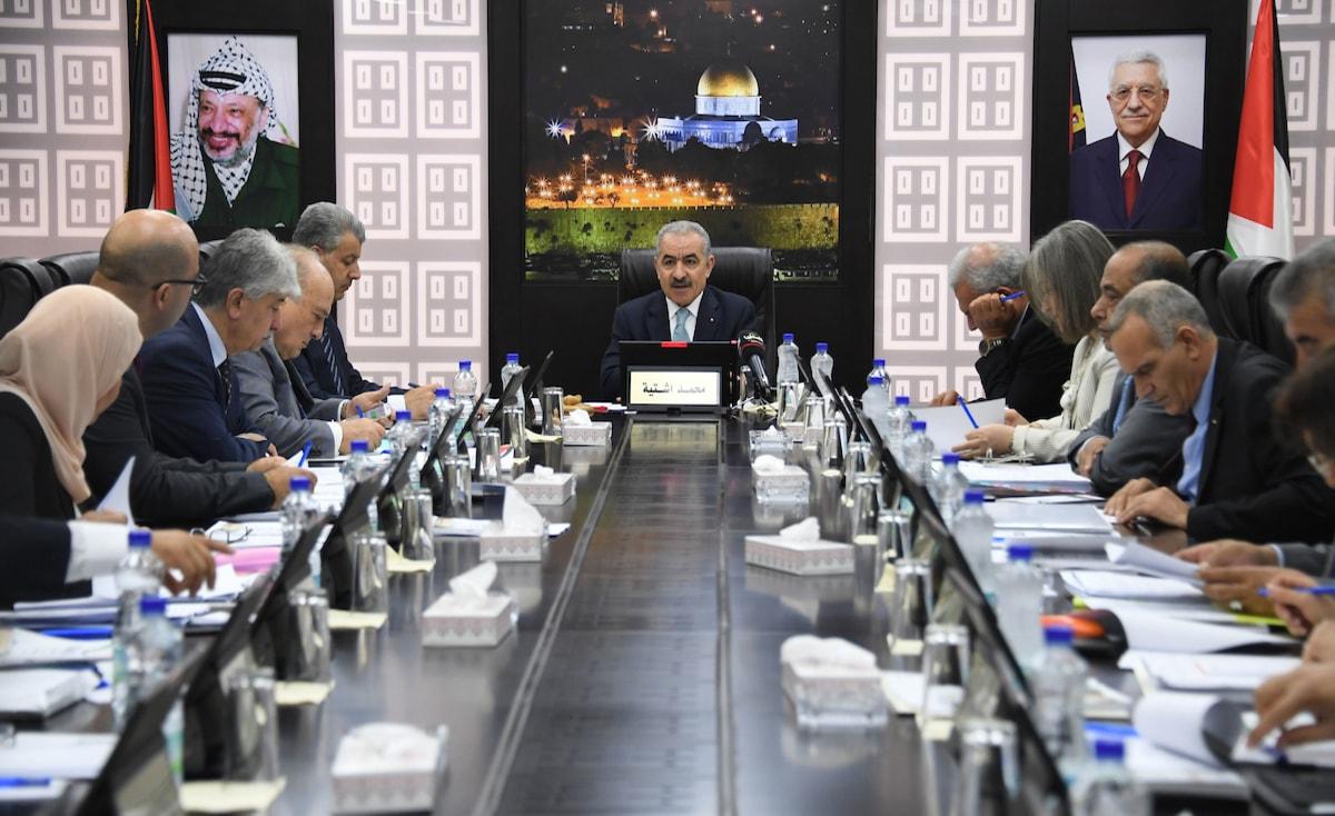 الحكومة الفلسطينية تقرر تعطيل المؤسسات يوم السبت