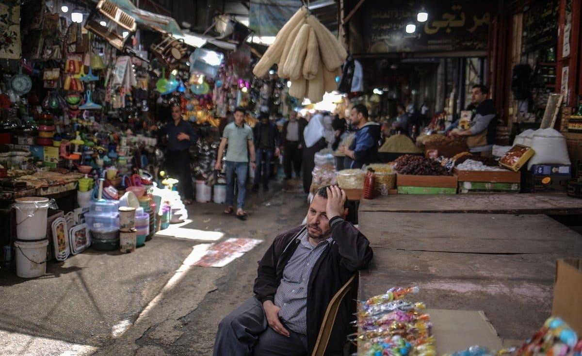 """مخصصات الشؤون الاجتماعية في غزة… نقطة ماء لـ""""أفقر الفقراء"""""""