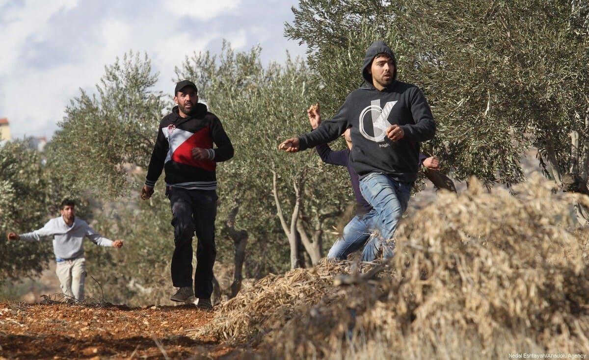 إصابة 3 مزارعين في هجوم للمستوطنين قرب نابلس