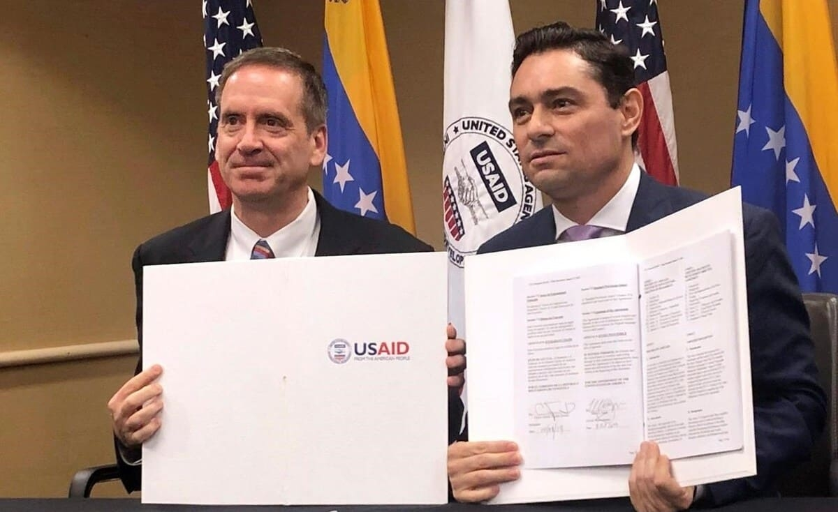 """الحكومة الأمريكية وفنزويلا توقعان أول """"اتفاقية ثنائية"""" منذ 65 عامًا"""