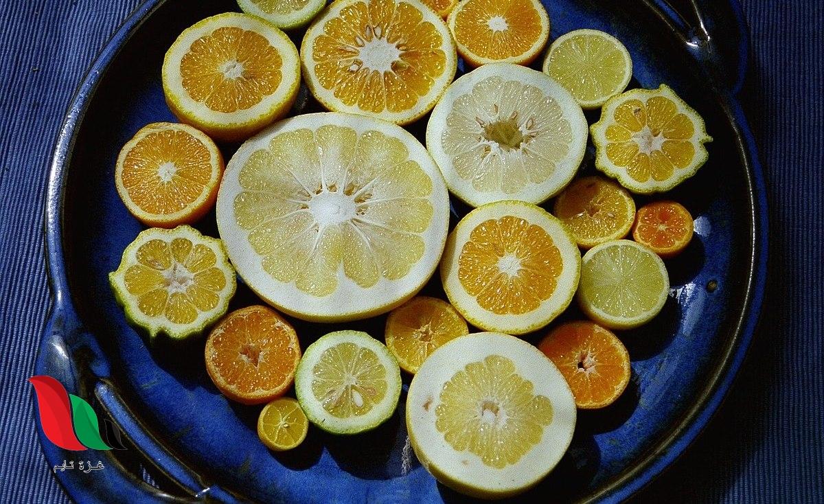 يوجد الحمض في الغذاء مثل الليمون والبرتقال اللذين يحتويان على حمض