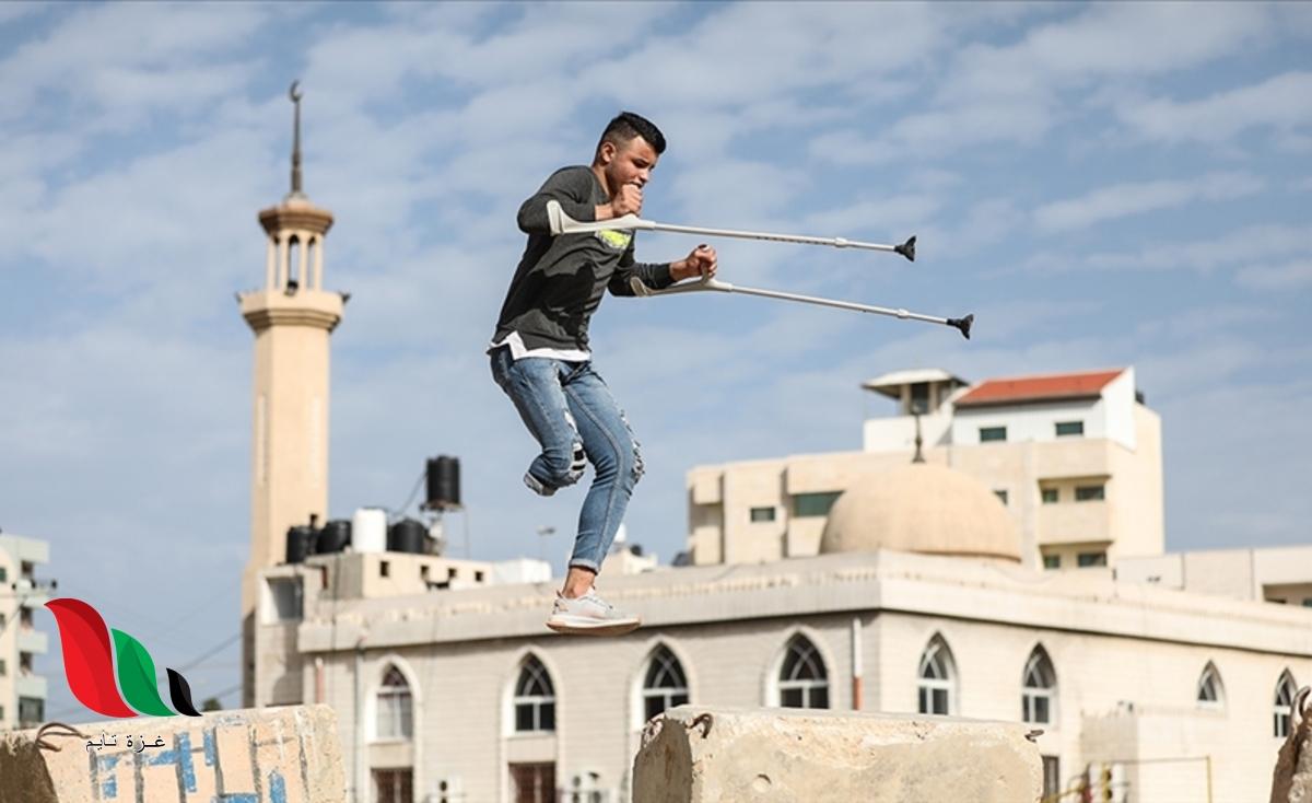 """بساق واحدة.. شاب فلسطيني يمارس """"الباركور"""" في غزة"""