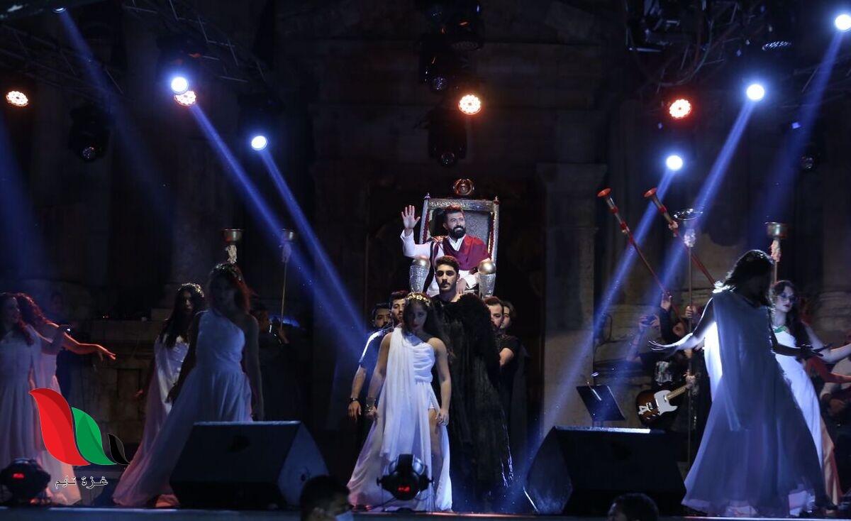 شاهد: سيف نبيل يثير جدلا في مهرجان جرش