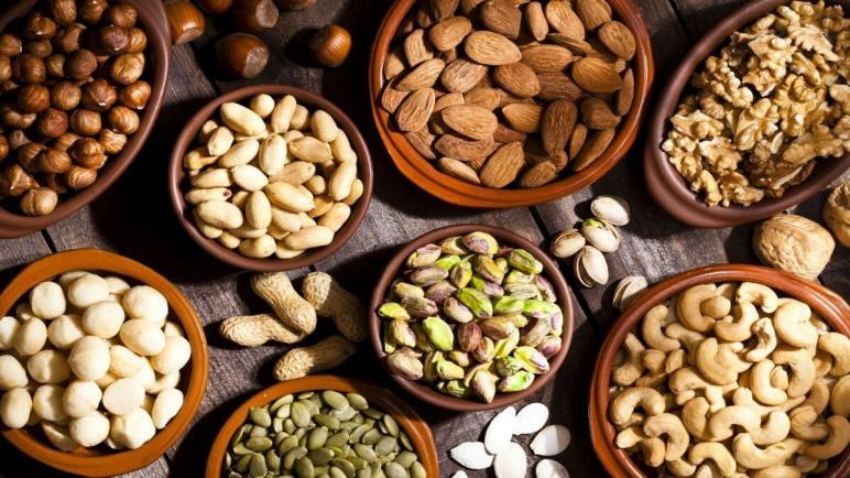 تناول المزيد من المكسرات قد يساعد في منع زيادة الوزن
