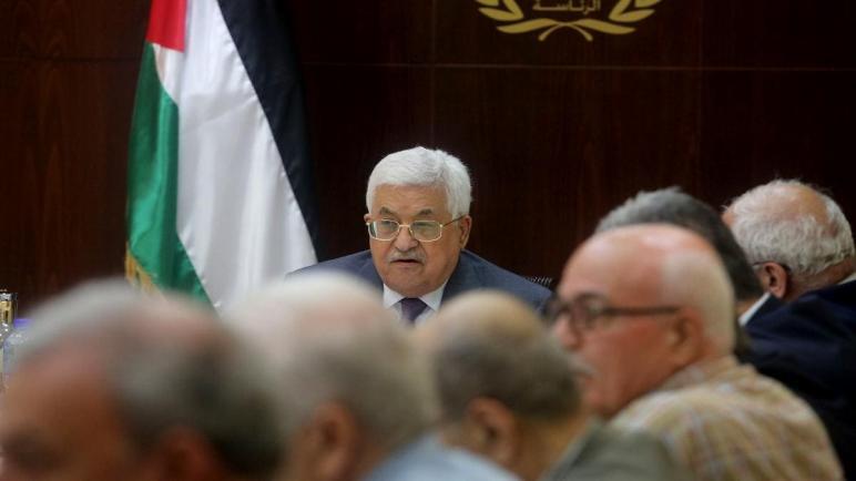 مرسوم رئاسي يأذن للأم الفلسطينية بفتح حسابات بنكية لأبنائها