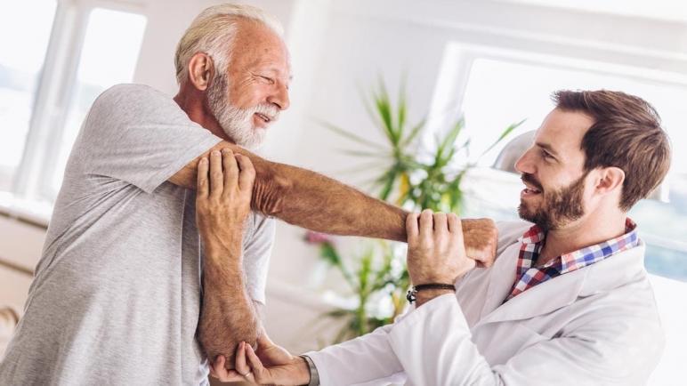 أهمية إعادة التأهيل البدني لكبار السن